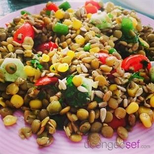 Adım Adım Resimli Leziz Yeşil Mercimek Salatası