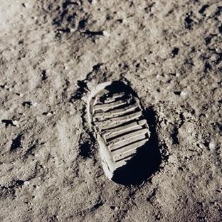 Ay'daki ayak izleri neden yok olmuyor?