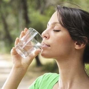 Ayakta su içmek zararlı mıdır?
