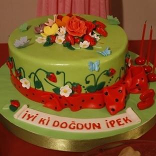 Çilek Tadında Doğum Günü Pastası