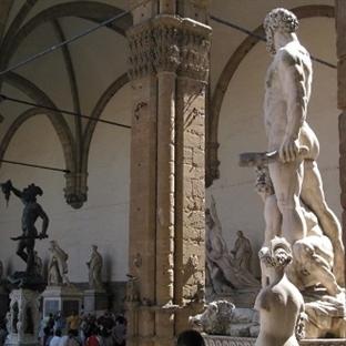 Floransada gezilecek yerler - Floransa Loggia Del