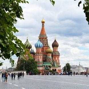 Geceler beyaz, Moskova rengarenk…
