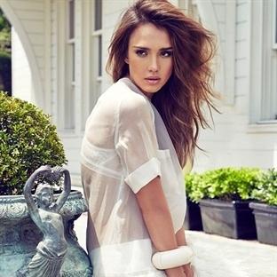 Jessica Alba Cosmopolitan'ın Kapağında