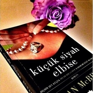 Küçük Siyah Elbise (Susan Mc Bride)