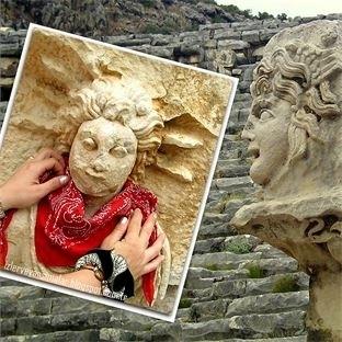 Myra Antik Kentindeki kırmızı fularlı FİLİSTE!..