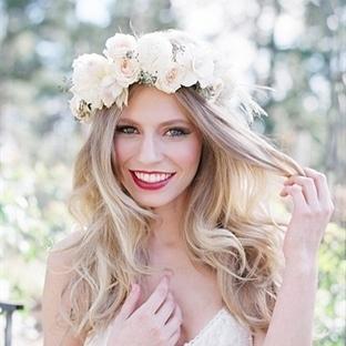 Nişan ve düğünlere özel saç modelleri