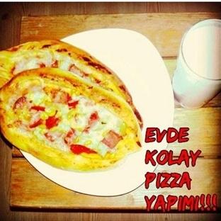 Pide Görünümlü Basit Pizza