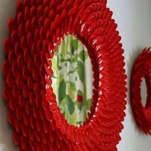 Plastik Kaşıklardan Dekoratif Bir Ayna