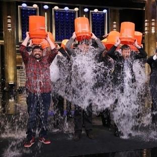 """Sosyal Medyanın Yeni Çılgınlığı """"Ice Bucket Challa"""