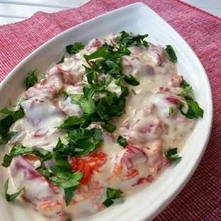 Yoğurtlu köz biber salatası