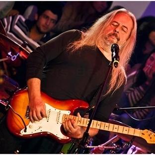 90'ların efsanevi gitaristi Batu Mutlugil
