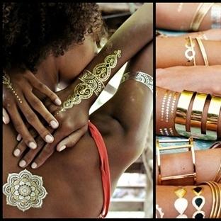 Altın Renkli Geçici Dövmeler ile Moda Trendi