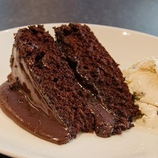 Az Malzemeli Çikolatalı Islak Kek Tarifi