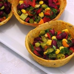 Baharatlı Çıtır Kasede Meksika Fasülye Salatası