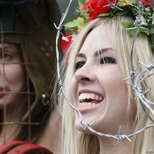 FEMEN RUS TANKLARINI DURDURABİLECEK Mİ?
