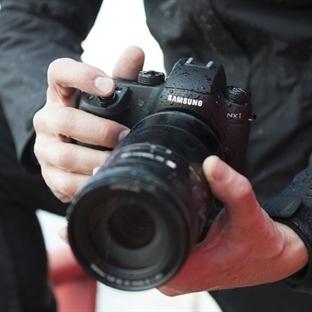 Fotoğrafçılar İçin Tasarlanmış Samsung NX1