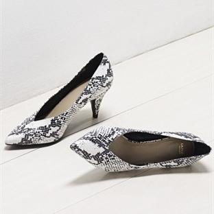 Kısa Topuklu Ayakkabılarda Şıklık Yarışı