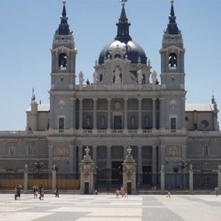 Madrid Almudena Katedrali