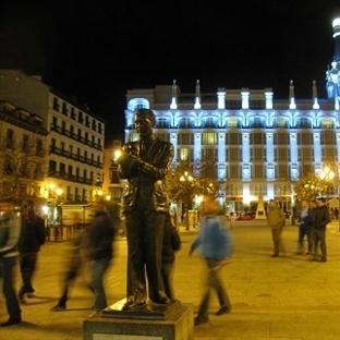 Madrid Plaza de Espana Meydanı Hakkında Detaylı Bi