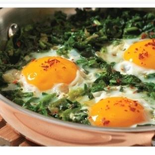 Pastırmalı Ispanaklı Yumurta Tarifi