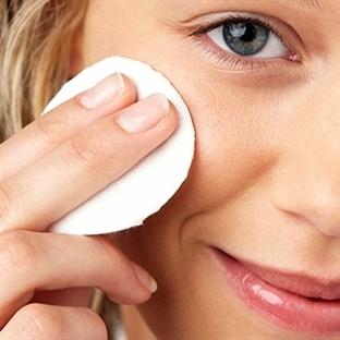 Sağlıklı Makyaj Nasıl Temizlenir?