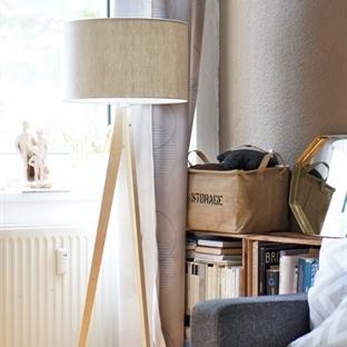<span>Scandinavian tripod</span><br /><span>lamp</span><br />
