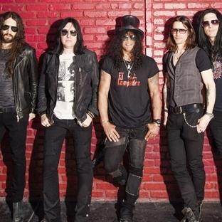 Slash'ten zamansız bir albüm: World On Fire