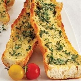 Taze otlu ve sarımsaklı ekmek