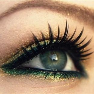 Yeşil tonlarında göz makyajı