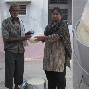 Yetersiz Beslenmeye Karşı Bir Kova Pirinç