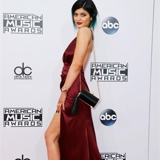 2015 'in Moda Rengi Marsala Abiyeler