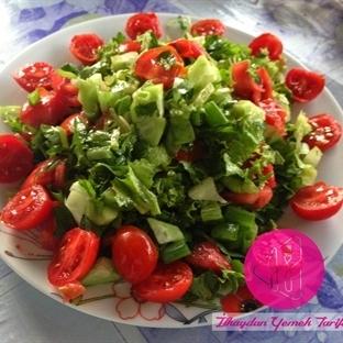 Çeri Domatesli Salata