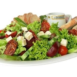 Dikkat Edin Salata Yiyerek Kilo Alabilirsiniz