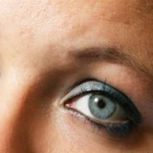 Göz makyajı temizlemek için doğal tarifler