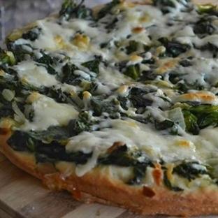 Ispanaklı Kenarlı Pizza Tarifi