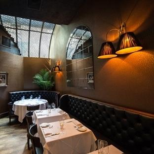 Nella Vetrina'dan New York White Street Restaurant