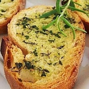 Otlu ve Sarımsaklı Kızarmış Ekmek