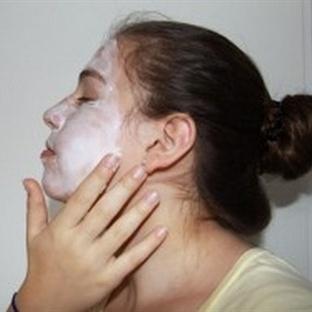 Yaşlanmayı geciktiren kızılcık maskesi