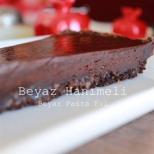 Bisküvi tabanlı çikolatalı tart