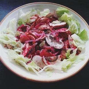 Çiğ Pancarlı  Mantar Salatası