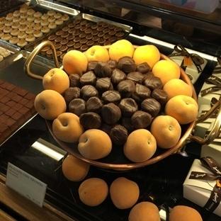 Çikolatayla Macaron Arasında Bir Dilek Tuttum