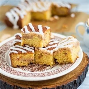 Coffee Cake mit Apfelchips und weißer Schokolade