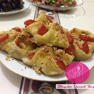 Domatesli Milföy Börek