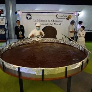 Dünyanın en büyük çikolata parası yapıldı.