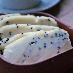 Evde Pratik Çörek Otlu Peynir ve Peynir Altı Suyu