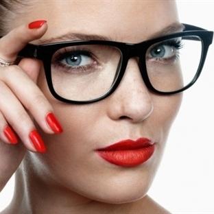 Gözlüklü Kadınlar İçin Makyaj Sırları!