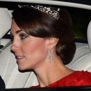 Kate Middleton: Kırmızı Jenny Packham Elbise