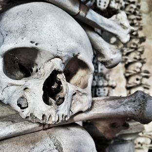 Kutna Hora'da İnsan Kemiklerinden Kilise