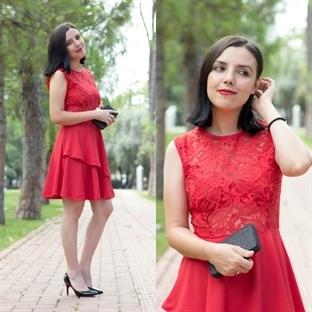 Ne Giydim: Kırmızı Dantel Elbise