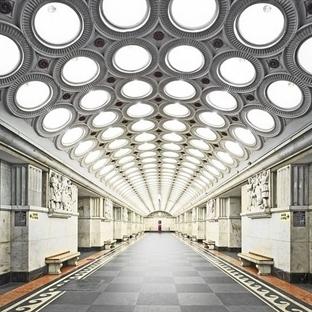 Rus Metro İstasyonları Hipnotize Ediyor